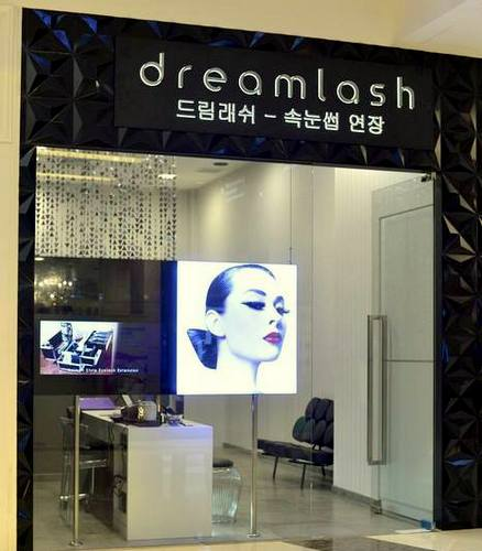 Dreamlash salon at CityLink mall in Singapore.