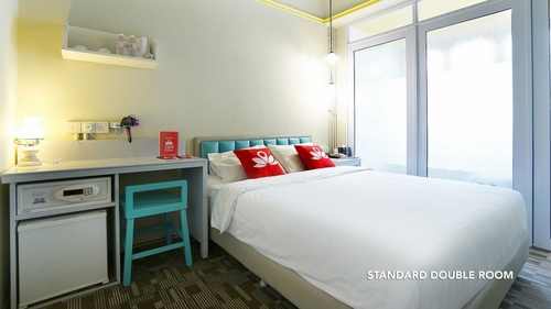 Standard Double Room at ZEN Rooms Farrer Park hotel in Singapore.