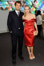 Diane Kruger, red is always the easy way out for the Holiday Season. Making it sexy, and stylish, is left to you.