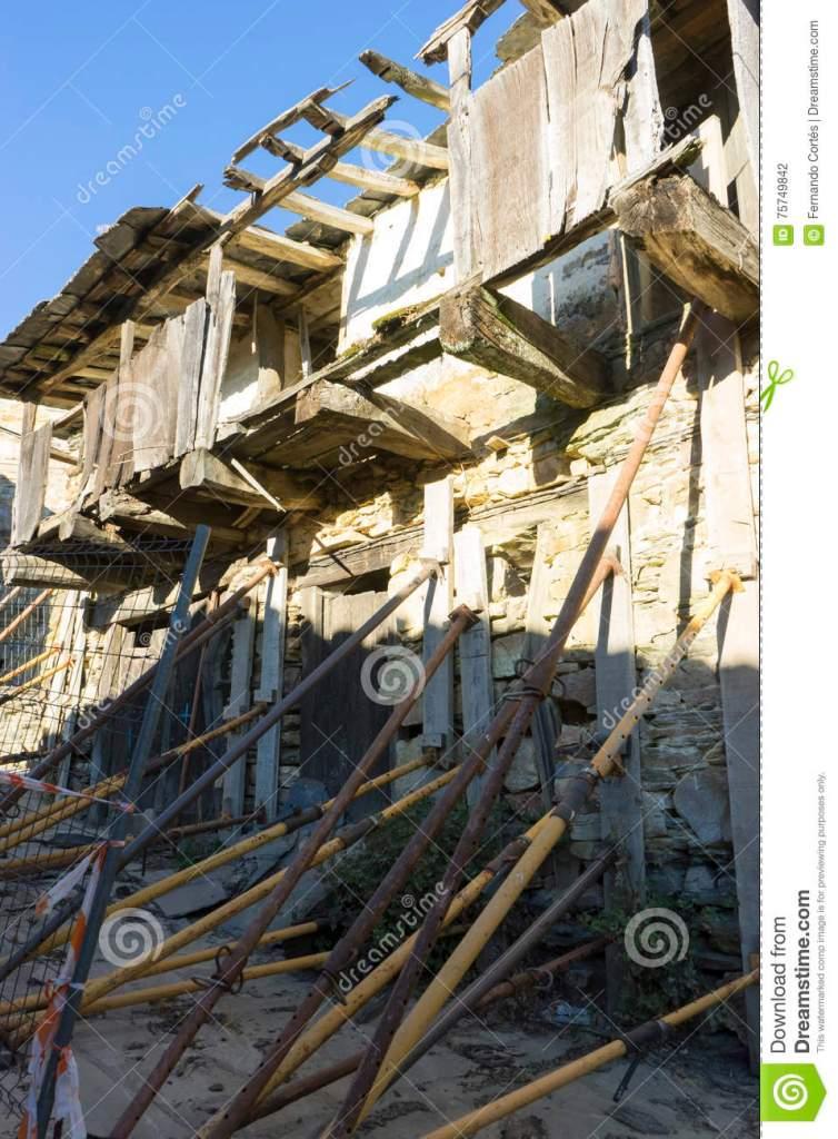 Restauración Antigua De La Casa  Madera Y Casas De La Piedra