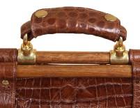 No3GripBag_Alligator_ID001_HandleDetail