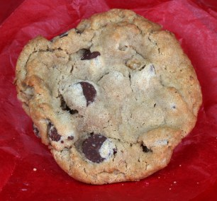 Gourmet Chocolate Chip / Walnut