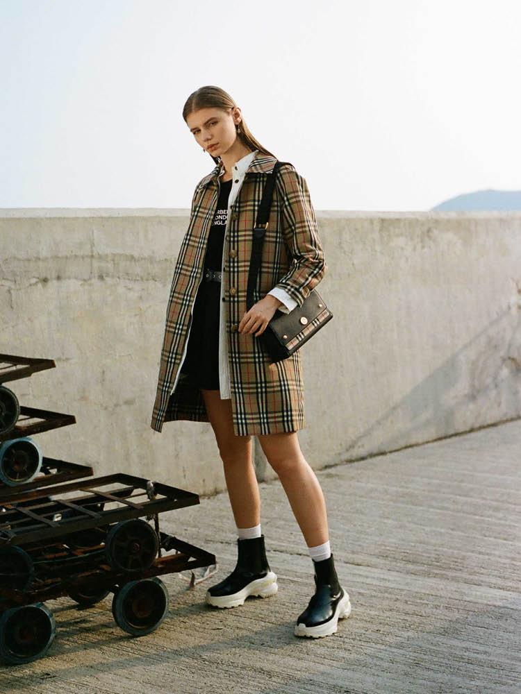 Shop the look BURBERRY STYLE / HBX | Photographer: Nosy Liu/HBX Stylist: Sharon Tsang/HBX