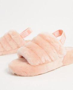UGG - Fluff Yeah - Pantofole con logo rosa chiaro fascia logo UGG sul tallone rosa Beverley 120,99 €