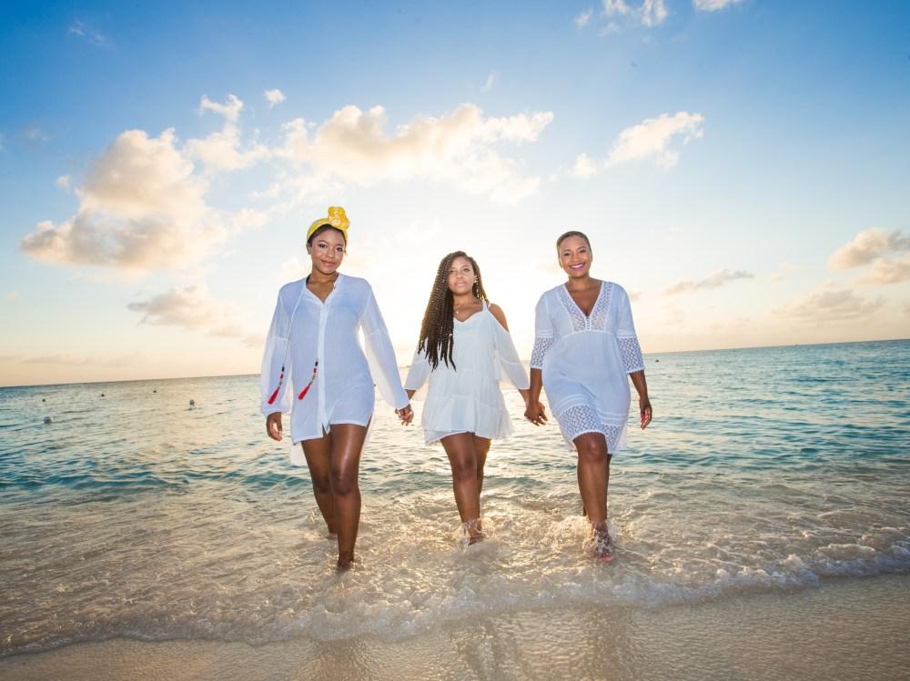 beach accessories jackie-parker-632920-unsplash-1