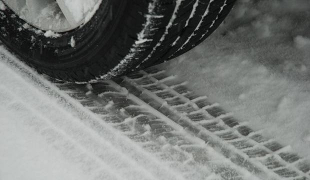 How to drive a rear-wheel drive car in the snow