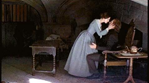 Jane Eyre e Mr Rochester che si baciano