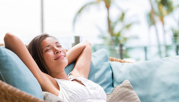 Coastal Decor for the Ultimate Sun Room Retreat