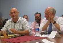 Clay Shirky and Shorenstein Center director Alex S. Jones.