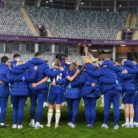 Chelsea Women's Post Final huddle