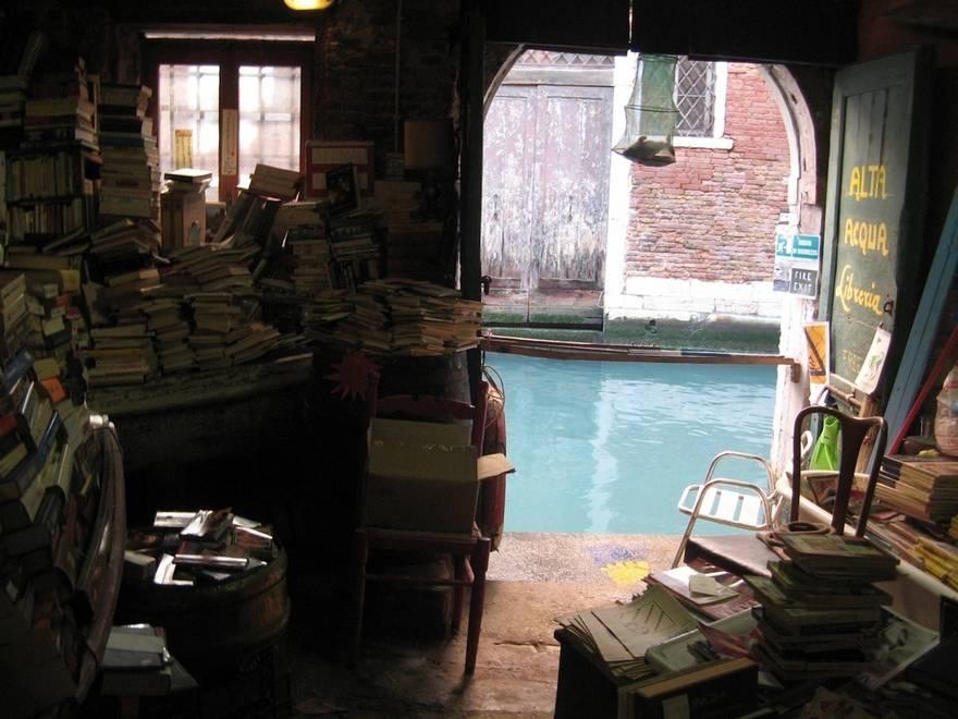 17 The libreria Acqua Alta