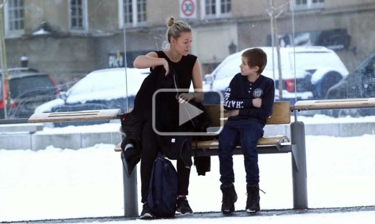 Ce se întâmplă când nişte străini văd un copilaş tremurând de frig în staţia de autobuz?