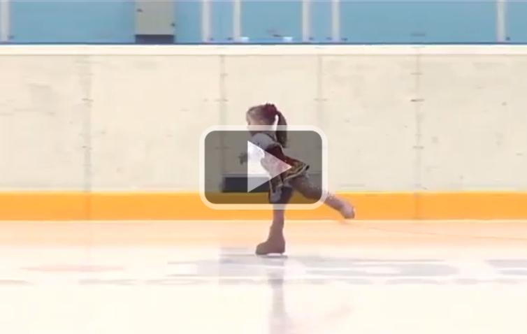 Are doar 2 ani si jumate, cea mai tanara patinatoare: