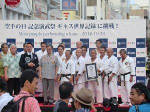 Beim Kata Weltrekord in Okinawa