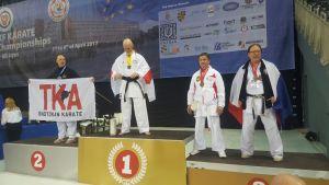 Piotr bei der WUKF Europameisterschaft mit dem jeweils 3. Platz bei Kata und Kumite Veteran Class D