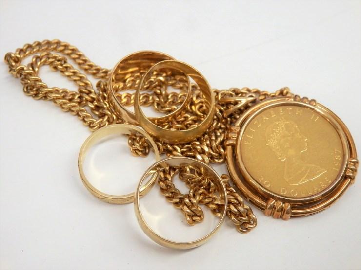金のネックレス、指輪