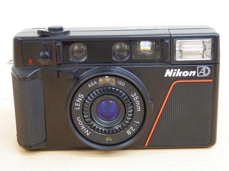 Nikon コンパクトカメラ 正面