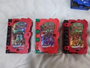 DXラッキーブレイブドラゴン、クリスマスケーキのSGハッピーブレイブドラゴン、ベースのDXブレイブドラゴン