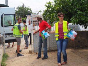 distrdistributing goods refugee camps