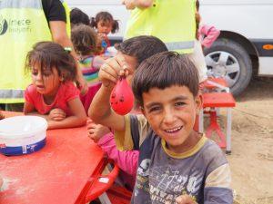 refugee children balloon