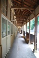 廊下と教室1