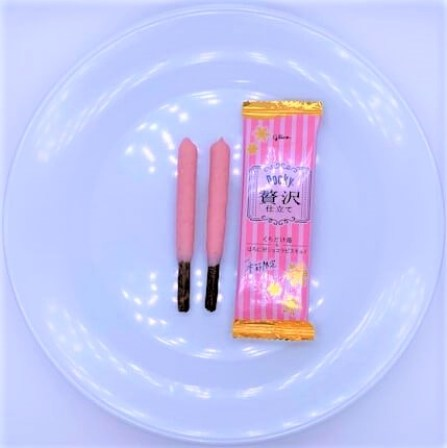 江崎グリコ ポッキー贅沢仕立て くちどけ苺&ほろにがショコラビスキュイ 期間限定 2020 japanese-snacks-glico-mikado-zeitaku-ichigo-strawberry-and-chocolate-2020