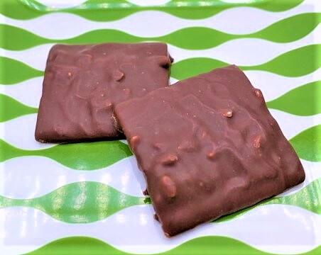 イトウ製菓 コンフェッティ アーモンドチョコラングドシャ 箱 市販 お菓子 2021 japanese-snacks-mr-ito-seika-confetti-almond-chocolate-angusha-cookies-2021