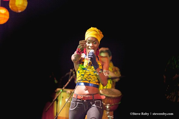 Fely Tchaco performing