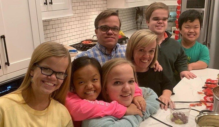 '7 Little Johnstons': Alex and Emma Chillin' at Sister's New 'Casa' – Trent Reveals Owner?
