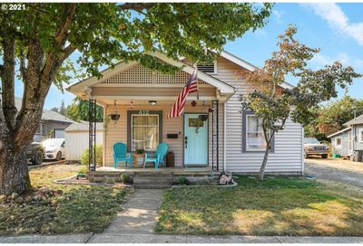 412 S 2ND ST Silverton OR 97381