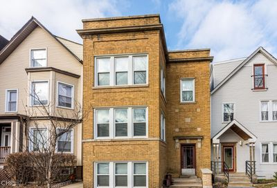 1918 West Roscoe Street Chicago IL 60657