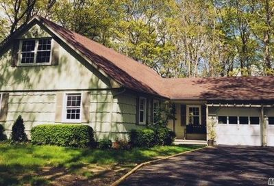 49 Mill Pond Ln East Moriches NY 11940