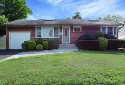 21 Crescent Dr Old Bethpage NY 11804