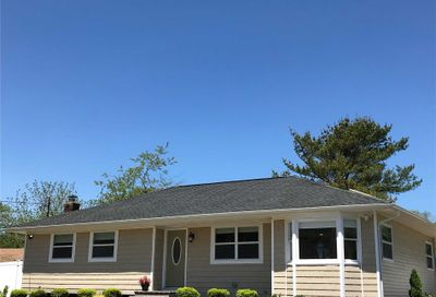 3 Newpoint Ln East Moriches NY 11940