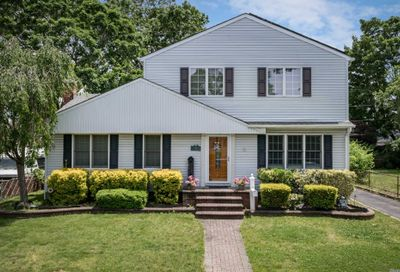 779 Flowerdale Dr Seaford NY 11783