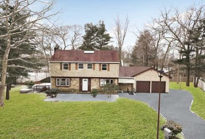 4 Wynville Ct Coram NY 11727