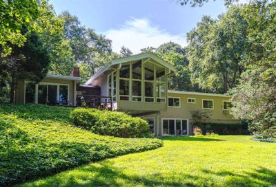 20 Tennis Court Rd Cove Neck NY 11771