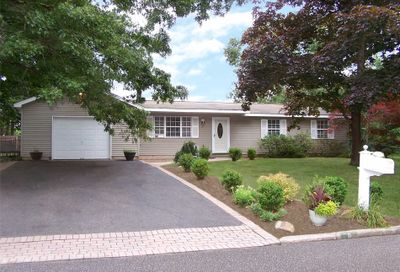 11 Forest Ave Brookhaven NY 11719