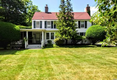 245 S Country Rd Bellport NY 11713