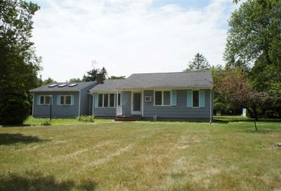 18 Tuthill Point Rd East Moriches NY 11940
