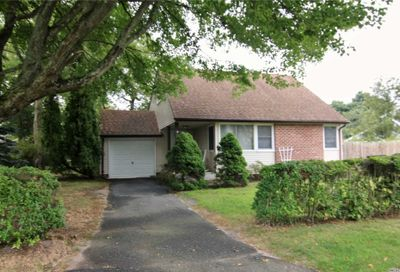 118 Raleigh Ln West Islip NY 11795
