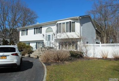 171 Pine St East Moriches NY 11940