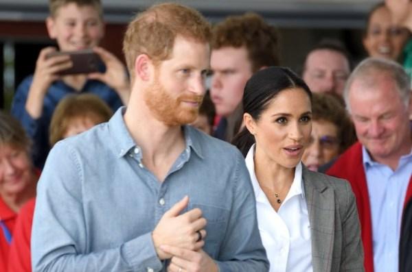 Принц Гарри вместе с беременной Меган Маркл учится ...