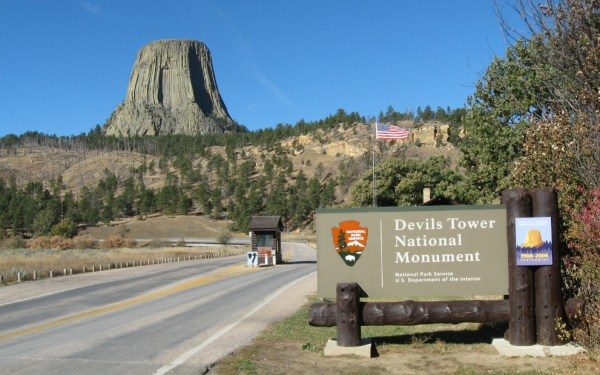 Road to Devils Tower