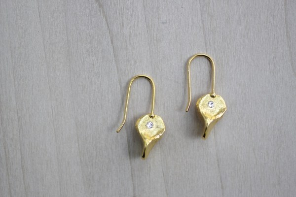 pinch of love earrings
