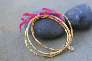 She believed she could bangle gold gift set