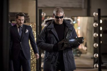 "The Flash -- ""The New Rouges"" -- Image FLA304b_0141b.jpg -- Pictured (L-R): Grey Damon as Sam Scudder and Wentworth Miller as Leonard Snart/Captain Cold -- Photo: Katie Yu/The CW -- © 2016 The CW Network, LLC. All rights reserved."