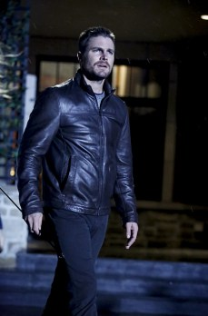 """Arrow -- """"Invasion!"""" -- Image AR508a_0237b.jpg -- Pictured: Stephen Amell as Oliver Queen -- Photo: Bettina Strauss/The CW -- © 2016 The CW Network, LLC. All Rights Reserved."""