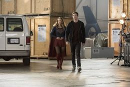 """The Flash -- """"Invasion!"""" -- Image FLA308b_0234b.jpg -- Pictured (L-R): Melissa Benoist as Kara/Supergirl and Grant Gustin as Barry Allen -- Photo: Dean Buscher/The CW -- © 2016 The CW Network, LLC. All rights reserved."""