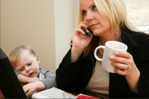 mom ignores child to blog
